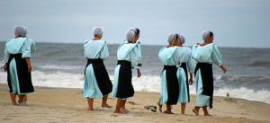 Amish_at_the_beach