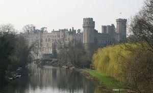 Warwick_Castle_-mist_23o2007