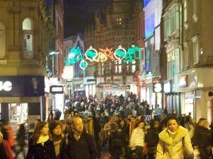 Christmas_shoppers_in_Leeds_in_December_2009