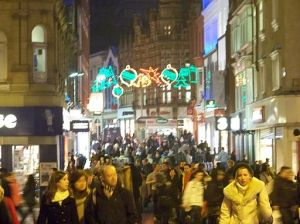 Christmas_shoppers_in_Leeds_in_December_2009