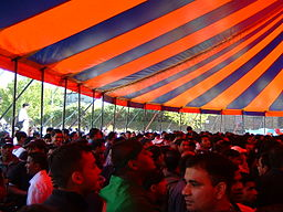 Crowds_in_the_Big_Tent