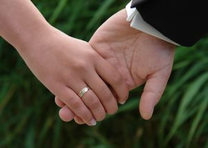holding_hands-1088927-m
