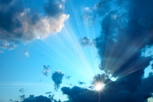 sunburst-in-cloudy-sky-1395122-m