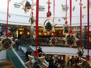 mall-at-christmas-699243-m