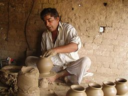 Clay_artist_working