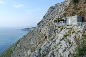 512px-House_on_the_rock,_island_of_St_Marko